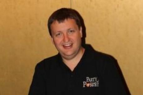 Tony G skriver på för PartyPoker