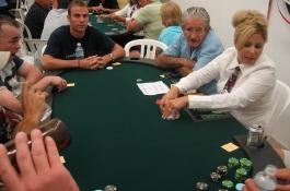 Pokerio Kritikas - apie pirmuosius gyvus turnyrus