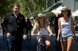 TonyG apie pasivažinėjimus dviračiais ir asmenines asistentes