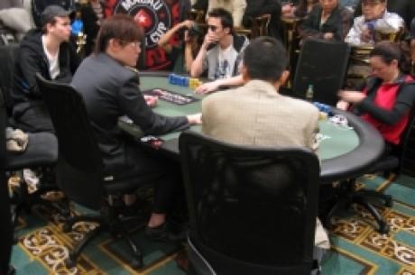 红龙锦标赛第一轮B组正在澳门扑克之星扑克室举行