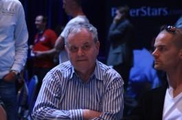 Chris Björin flåsar täten i nacken efter dag 1a
