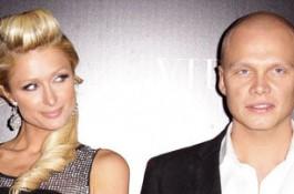 Ilari Sahamies на червения килим заедно с Paris Hilton