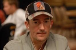 2010 WSOP Dag 2: Morrison leder Players Champion, Swarm vinner WSOP første Bracelet.