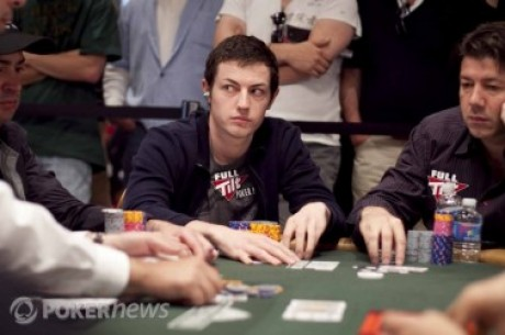 World Series of Poker 2010 Dia 36: Tom Dwan na liderança à entrada do dia 3 PLO World...