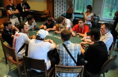 Sportinio pokerio stovykla: Įsimintiniausios finalinio stalo akimirkos ir merginų komentarai