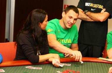 Sportinį pokerį išbandė Lietuvos rinktinės krepšininkai