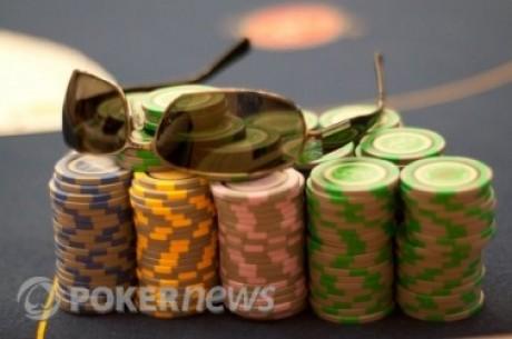 Okulary przeciwsłoneczne  przy stole pokerowym