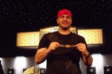 """Michael """"The Grinder"""" Mizrachi подписа с Full Tilt Poker"""