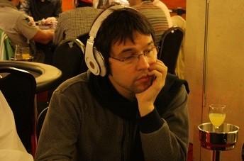 Michael Schuerpf (Suiza), chip leader de la mesa final de las Full Tilt Poker Series 2010 de...
