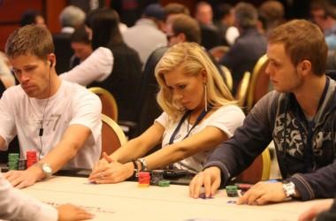 Pókerre gyúr Prágában a korábbi nyuszilány