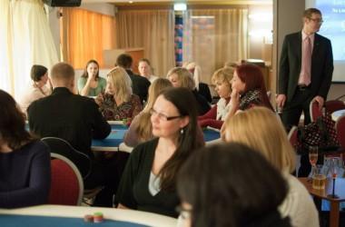 PokerNewsi meeslugejad eelistavad pokkerile naisi!