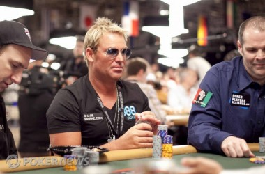 "Vinn en heads-up match mot with Shane Warne i ""Australia Charity Relief Fund"" finalen..."