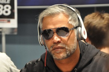 "Ayaz ""Dr.Machine"" Manji na frente do Casino Estoril High Roller"