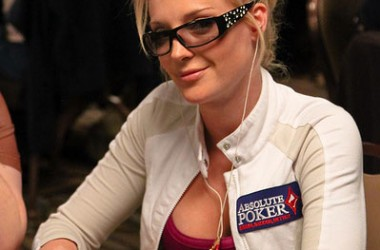 Lacey Jones okončala saradnju sa Absolute Pokerom
