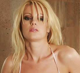 Porno zvezda Samantha Ryan je novo lice Ultimate Bet-a