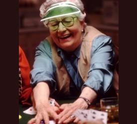 Uhapšene 42 osamdesetogodišnjakinje dok su igrale partiju pokera!