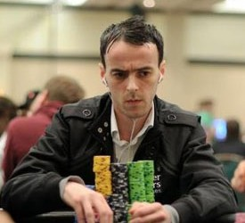 PokerStars Caribbean Adventure: Wayne Bentley čip lider na Danu 1A