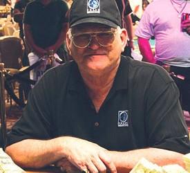T.J. Cloutier stavio svoju 2005. WSOP narukvicu na aukciju sa $5.000 No-Limit- Holdem eventa