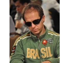 WSOP 2010 Main Event: A chip and chair by Gualter Salles