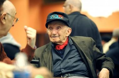 Покер ветеран на 102  продължава да живее с играта