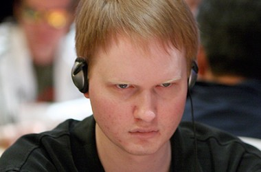 Full Tilt Poker Pro Tipovi: Kako igrati sa overcardom na flopu od Jon PearlJammed Turnera