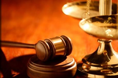 Sztárügyvédek védik az online póker cégeket