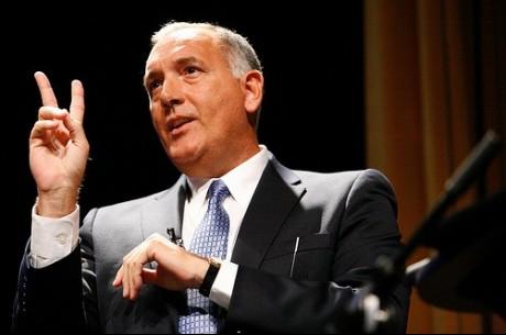 Nekdanji agent FBI Joe Navarro deli nasvete o branju govorice telesa pri pokru