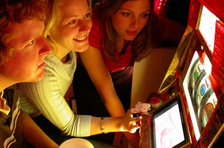 У Харкові триває боротьба з псевдо покер клубами