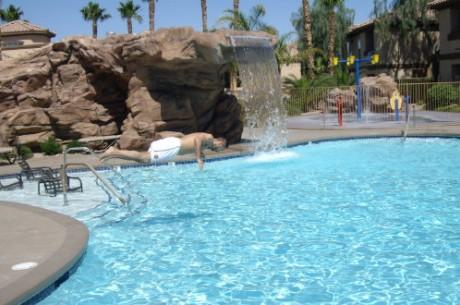 Jacuzzi, vízesés, medence - így él Majka Vegasban