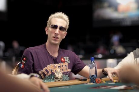 """WSOP 2011: Andre Akkari má bracelet, """"ElkY"""" oň bojuje"""