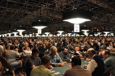 Hány indultak a WSOP versenyein, és hányan ülnek asztalhoz a Main Eventen?