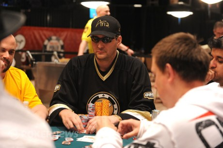 2011 World Series of Poker 35. nap: Phil Hellmuth még harcban a 12. karkötőjéért
