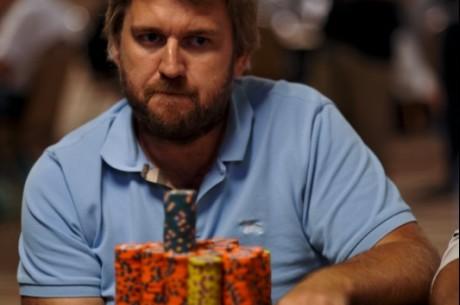 Dansken Lars Bønding er nr 26 av 57 spillere igjen i Main Event