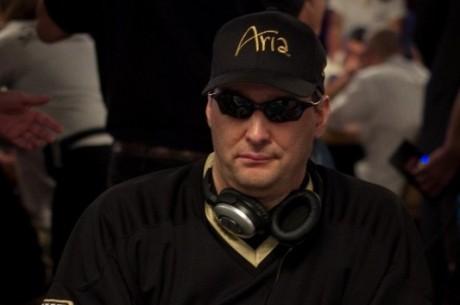Phil Hellmuth, jugador de poker número uno para recibir un derechazo
