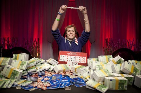 Элио Фокс побеждает в  WSOPE 2011 Main Event