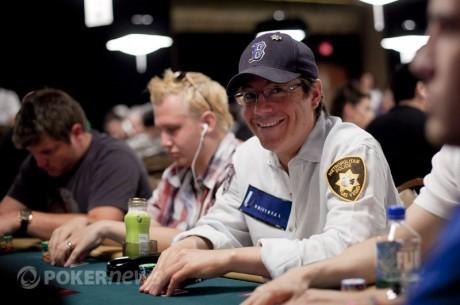 Džeimijs Golds tiek pie savas pokera istabas