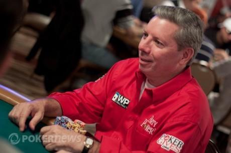 Az én első...: Mike Sexton WSOP-karkötőt nyert