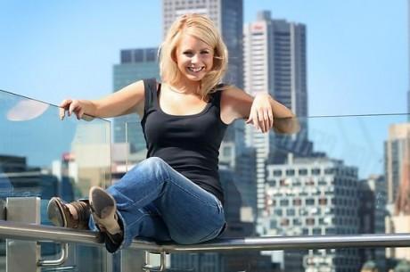 Лин Гилмартин от PokerNews ще води ТВ предаването на Aussie...