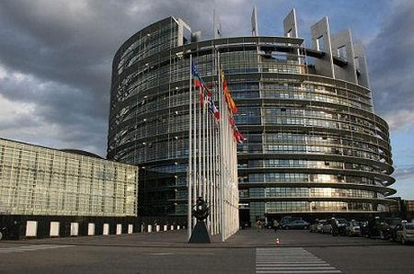 Ustawa hazardowa - Sąd zawiesił postępowanie i skierował wniosek do EPS
