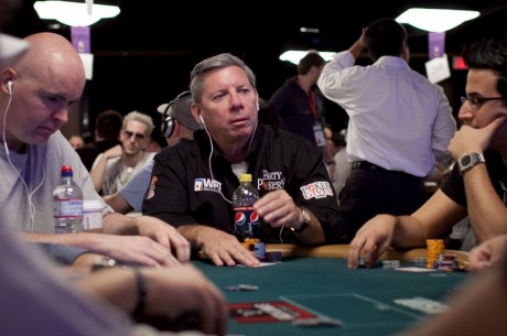 Майк Секстън ще играе в супер милионния турнир на WSOP...