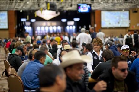 WSOP Main Event 2012 – Dag 1c skriver WSOP historia