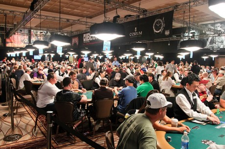 WSOP 2012 Day 2 a/b: Бауменн лидирует, около 900 игроков идут...