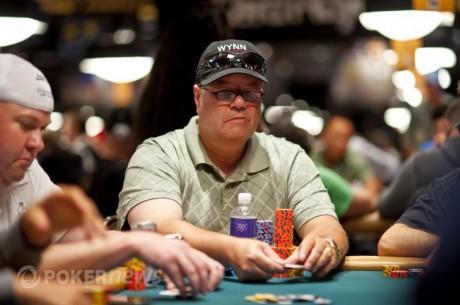 WSOP 2012 Day 2 с: Майкл Хэк - текущий чиплидер турнира