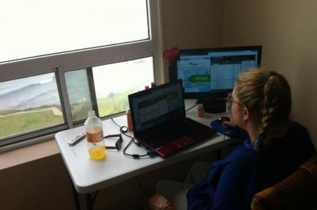 """Czat Online: Katie """"katie75013"""" Stone rozmawia o przeprowadzce oraz Full Tilt Poker"""