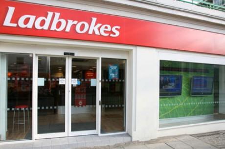 Ladbrokes cambia su plataforma a iPoker Network