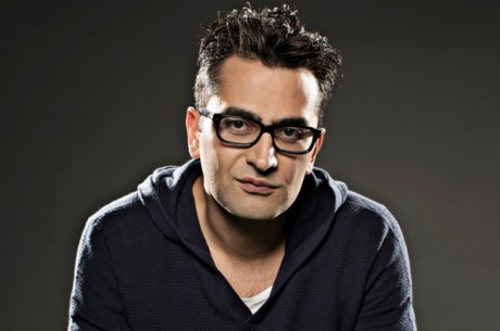 Antonio Esfandiari signerer Ultimate Poker