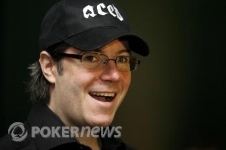 Jamie Gold met son bracelet de champion du monde de poker aux enchères