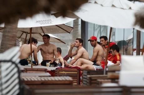 Hispaania jalgpallikoondislastelt rööviti raha pärast strip-pokkeri pidu