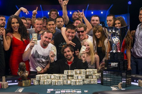 Джордан Кристос получает  $613,355 за победу в 2013 World Poker...