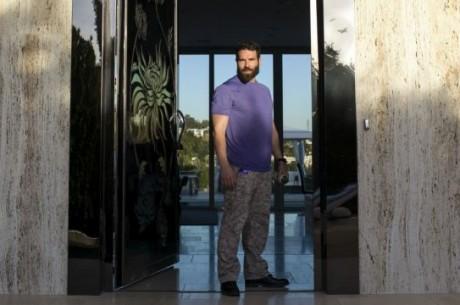 Život Dana Bilzerana: Nahé dívky, exotická zvířata, kokain, zbraně a poker
